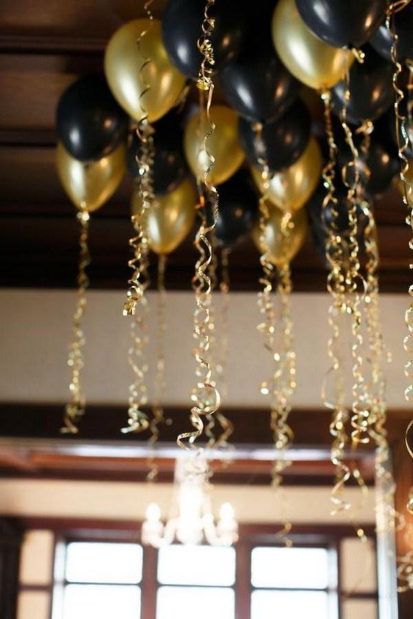 بادکنک های طلایی و مشکی با روبان طلایی