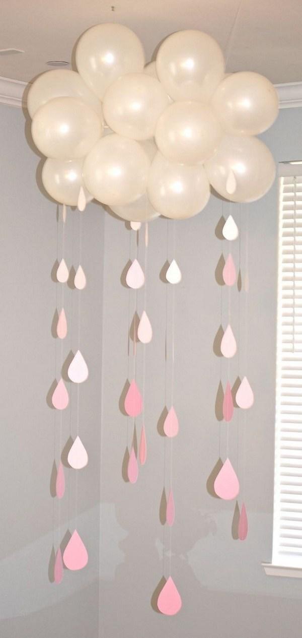 بادکنک با آویز های به شکل قطرات باران
